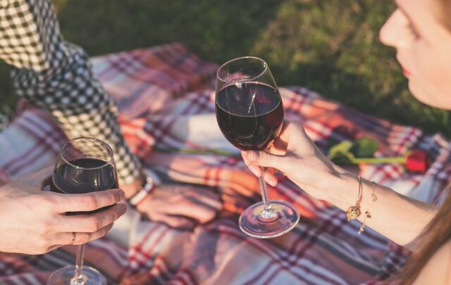 Hvor meget feder rødvin?