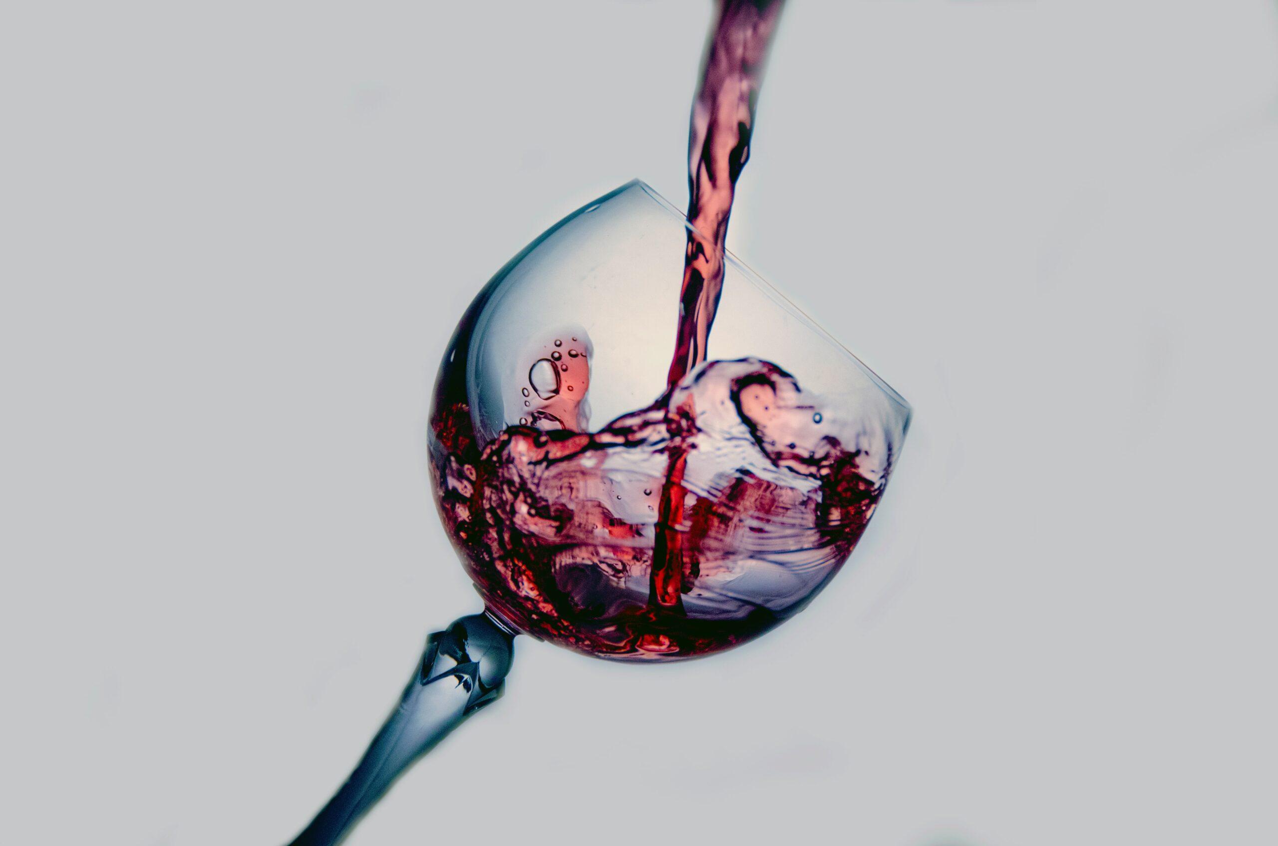 Kan man tage CBD produkter og samtidig drikke vin?